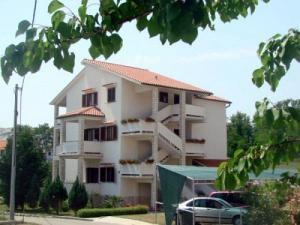 Apartment Bura Biserka